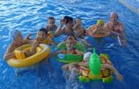 Кузьмины смеются: «Вся наша семья в бассейне не поместится!»Фото из семейного архива Кузьминых