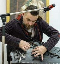 Завораживающий звук гуслей исходит не от инструмента, а от исполнителя.«ВКонтакте» КВЦ «Радуга»