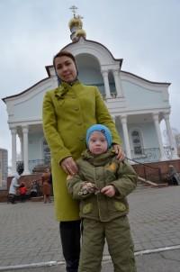 Наталья знакомит Диму с городом, гуляет по самым красивым местам, чтобы наверстать то, чего он был лишен в детдоме.Фото из семейного архива