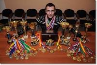 Марат Купкенов уже собрал неплохую коллекцию медалей и кубков.Фото russiasport.ru