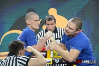 У Рамиля Гарифуллина (слева) – чемпионская хватка.