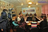 Встреча началась с редакционных вопросов.Фото Олега МАЛЬЦЕВА
