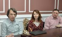 Творческая группа принимает поздравления в Доме правительства Чувашии.