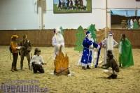 Конноспортивную школу временно захватили сказочные персонажи. Фото Максима ВАСИЛЬЕВА