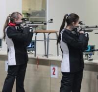 Девушки стреляют с прицелом на чемпионат.Фото cap.ru