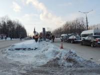 Если вовремя не ликвидировать последствия снегопада, транспорт встанет. Фото Евгении АЛЕКСЕЕВОЙ