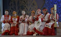 Вокальный ансамбль «Акатуй» познакомил гостей фестиваля с обрядом «Улах» (посиделки).