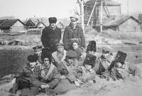 Историческое фото: «Члены даурской экспедиции» на фоне родного села.Фото с сайта Персирланского сельского поселения