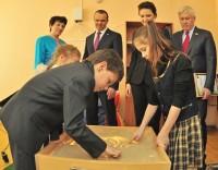 Дети показали взрослым умение работать в команде.Фото Олега МАЛЬЦЕВА