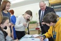 Министр Александр Иванов сообщил школьникам, что на местный журфак возвращают бюджетные места.Фото cap.ru