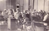 40 лет проработала на электроаппаратном заводе Любовь Бахарева.