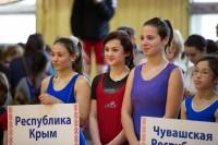 На параде открытия соревнований спортсменки Крыма и Чувашии стояли рядом.Фото Максима ВАСИЛЬЕВА