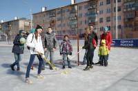 ТОС «Афанасьевский» сумел договориться с одной из строительных фирм, которая за свой счет возвела во дворах замечательную хоккейную коробку. Фото Максима ВАСИЛЬЕВА