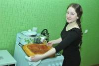 На новой кухне и пирог отличный получился у Анастасии Албутовой. Фото Олега МАЛЬЦЕВА