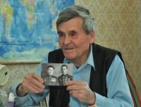 «Первым на войну ушел старший брат, Андрей Яковлевич (справа на снимке)...»Фото Олега МАЛЬЦЕВА