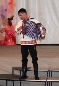 Звонко поет гармонь в руках Алексея Иванова.Фото автора
