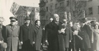 Семен Ислюков (в центре), Андриян Николаев (первый слева) и Илья Прокопьев (второй слева)во время открытия памятника Юрию Гагарину. 12 апреля 1976 года.Фото Госархива современной истории ЧР
