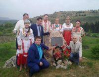 Скромный камень крымская диаспора планирует заменить на красивый памятник.