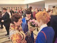 Победительница конкурса «Педагогический дебют» Екатерина Солдатова (в центре) награждена путевкой в Крым. ФотоМарины СТОЛЯРОВОЙ