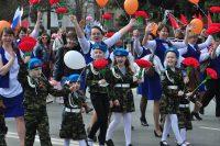 В воскресенье транспорт уступит дорогу первомайскому шествию чебоксарцев и гостей столицы.Фото Олега МАЛЬЦЕВА из архива редакции