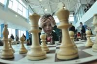 Начинающий спортсмен быстро запутается в шахматных дебрях. Фото Олега МАЛЬЦЕВА