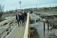 Пока на другой берег Большого Цивиля – только пешком.Фото Олега МАЛЬЦЕВА
