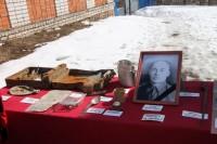 Найденные поисковиками личные вещи и домашнее фото Григория Егорова.
