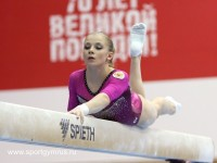 А Евгения Шелгунова облюбовала спортивное бревно. Фото sportgymrus.ru