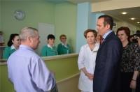 Пациенты рассказали Главе республики: очередей в регистратуре и к специалистам практически нет, медперсонал очень вежливый, а после ремонта еще и красиво стало.Фото cap.ru