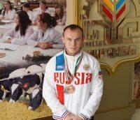 Студент Леонтьев разбирается в «железе». Фото ЧГСХА