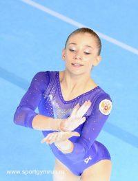 Несмотря на недавнюю операцию на локте, Евгения Шелгунова держится молодцом.Фото sportgymrus.ru