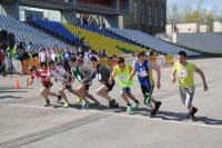 Эстафетные палочки в руках помогли бегунам развить скорость.Фото cap.ru