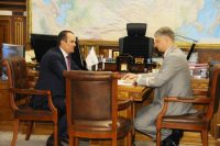 Михаил Игнатьев пригласил Олега Белозерова посетить Чувашию. Фото www.cap.ru