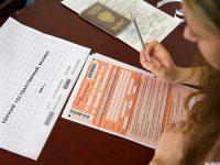 Паспорт, гелевая ручка и знания – вот и все, что можно взять на экзамен.Фото из архива редакции