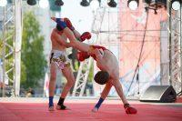 Эффектный прием из арсенала тайского бокса.Фото Максима ВАСИЛЬЕВА