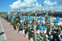 Детсады на параде представляли старшие и подготовительные группы. Фото Олега МАЛЬЦЕВА