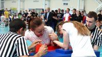 Девушки особенно сильны в армрестлинге. Фото с сайта cap.ru