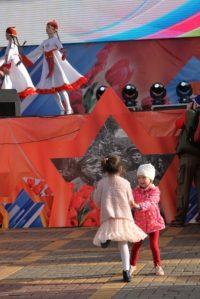 Под мелодии «Урмай залида» танцевали и стар и млад.Фото cap.ru