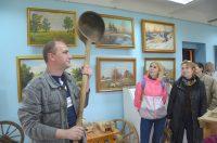 В деревенском музее немало диковинных экспонатов.