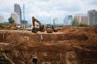 """Строительство дорожной развязки на пересечении проспекта Айги и улицы Фучика ведется ускоренными темпами.Коллаж """"СЧ"""""""