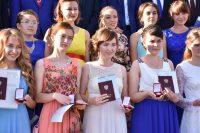 Одними из первых в республике выпускной бал провели в Аликовской школе.Фото cap.ru