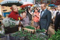Михаил Игнатьев требует с глав городов, чтобы те лично посещали рынки и интересовались, что почем. Фото Максима ВАСИЛЬЕВА