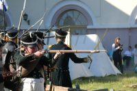 Реконструкции боев двух Отечественных войн собрали немало зрителей.