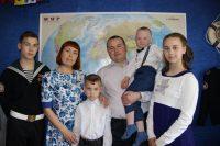 Своим примером Наталья и Роман Надеждины учат детей: семья – это самая главная ценность в жизни, в ней должны царить только любовь, терпение и доверие.