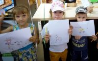 Юные почитатели аккондовской продукции.