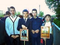 В семьях Антона (на снимке – второй слева) и Ани трепетно хранят память о родственниках