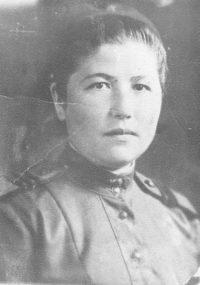 Мария Никитична Зобова (д. Тюмерево, Янтиковский район) сохранила все свои военные и фронтовые фото. Этот снимок датирован 1942 годом.