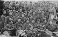 Курсанты 8-го запасного телеграфного полка перед отправкой на фронт. 14 июля 1942 года, Чебоксары, сборный пункт.