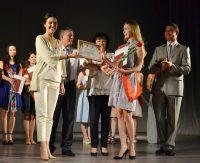 Вместе с дипломом выпускники получили напутствия от почетных гостей.