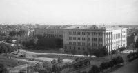 В этом доме с 1945 по 1956 годы размещался пединститут